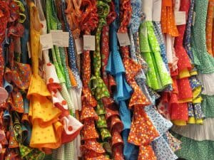 Robes espagnoles colorées illustrant les propos de vintagefrenchart.com