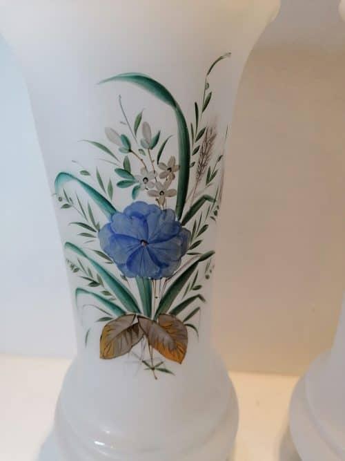 face Paire vase en opaline blanche du XIXème siècle brocante castres a vendre